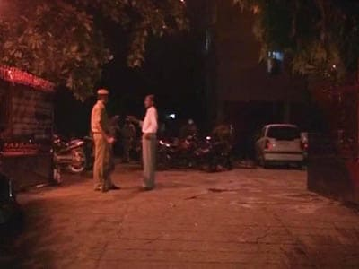 Video : 17-yr-old girl shot inside her home in Delhi, attackers flee on bike