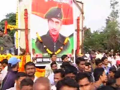 Video : Thousands gathered in Kolhapur to bid farewell to martyred soldier