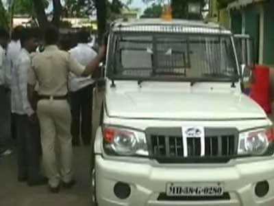 Video : महाराष्ट्र में तहसीलदार पर ट्रैक्टर चढ़ाने का प्रयास
