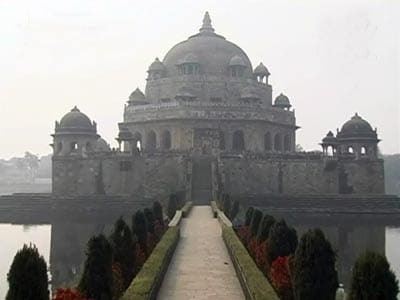 Video : Seven Wonders of India: Sher Shah Suri's tomb (Aired: February 2009)