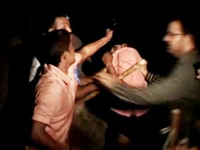 Video : MNS, Shiv Sena thrash North Indians after minor raped in Kolhapur