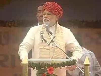 Video : Modi takes on PM, slams stand on Pak, China