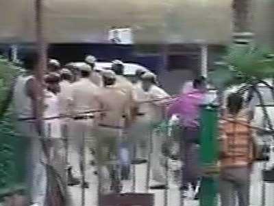 Video : आतंकी टुंडा को एक शख्स ने कोर्ट परिसर में मारा थप्पड़