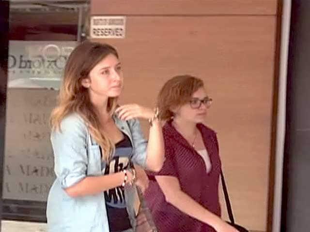 Video : भारत में विदेशी महिलाएं रख रही हैं बॉडीगार्ड
