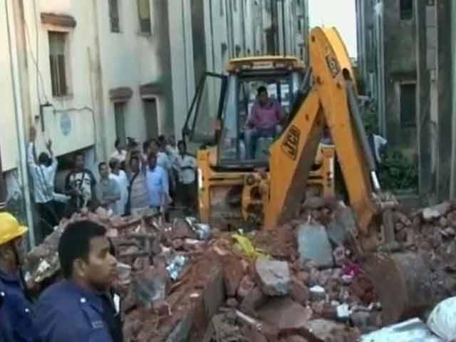 Video : 11 dead after buildings collapse in Vadodara, Gujarat