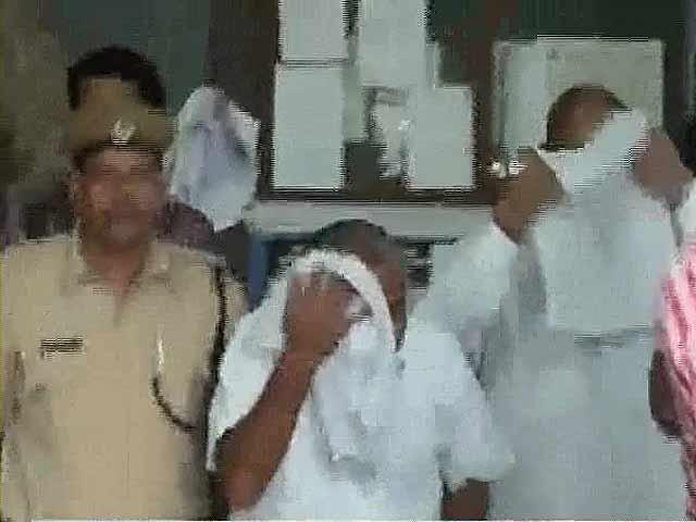 Videos : अखिलेश ने सपा के तीन विधायक सस्पेंड किए