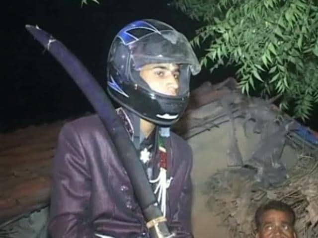 Video : Groom in Helmet Braves Stones Hurled by Upper Caste Villagers in Madhya Pradesh