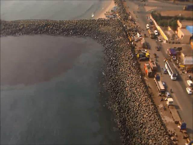 Video : Chennai Oil Spill Touches Marina Beach, Hundreds In Massive Clean-Up