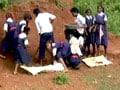 Videos : छत्तीसगढ़ : पढ़ाई नहीं, मजदूरी कर रहे हैं स्कूली बच्चे