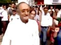 Video : एसएफआई कार्यकर्ताओं ने फाड़े बंगाल के वित्तमंत्री के कपड़े