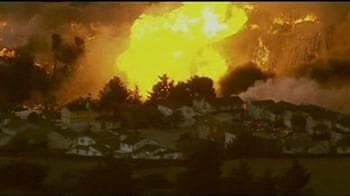 Video : California: Massive fire breaks out in a residential neighbourhood