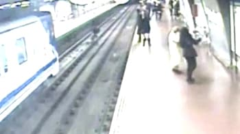 Video : Drunk man rescued from railway track