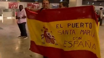 Video : Spain fans nab last flights to S Africa for final