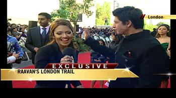 Video : I have come to see Abhishek in a lungi: Shah Rukh