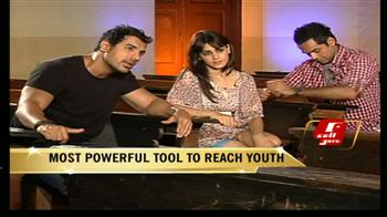 Video : John, Genelia and Abhay in Cell Guru's class