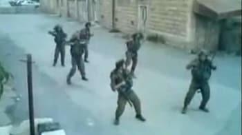 Video : Israeli troops shake a leg on duty
