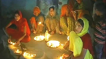Video : Shah Rukh lights up a village on Diwali