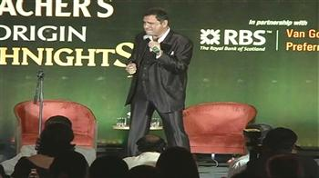 Video : Boman Irani sings for the audience