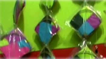 Videos : पतंगों से रंगीन हुआ आसमान