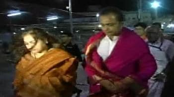 Video : On way to Venkateswara Temple, Anil rests in Mukesh's guesthouse