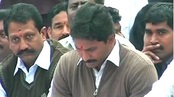 Video : Jagan gets massive Congress support for Delhi fast
