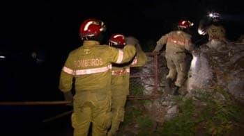 Video : Firefighters battle blazes in Portugal