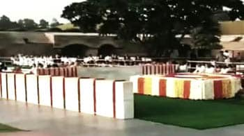Video : Paying tribute to the Father of the Nation