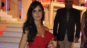 Video : Katrina shakes to Sheila Ki Jawani on stage