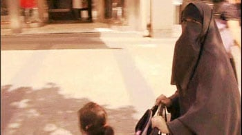 Video : France approves burqa ban in public places