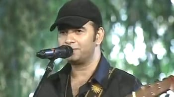 Video : Mohit Chauhan performs for Tiger Telethon