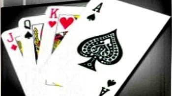 Video : सुनहरे पत्तों से खेलें ताश