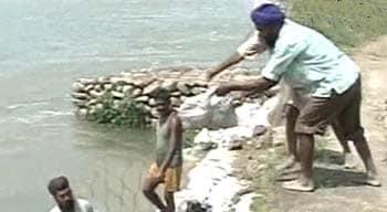 Video : तटबंध टूटा, पांच गांव में पानी घुसा