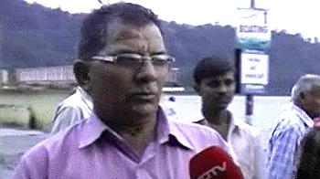 Videos : गंगा के त्रिवेणी घाट से पानी हटा