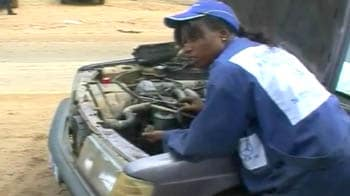 Video : Defying tradition to become mechanics