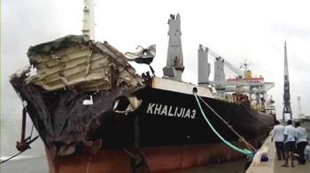 Video : Mumbai: Oil spill after 2 sea vessels collide