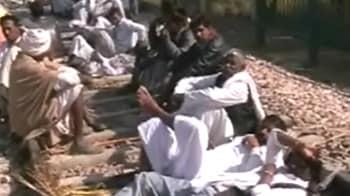Video : Gujjars block highway; Centre sends forces