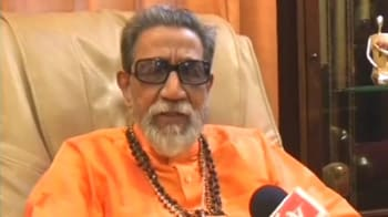 Video : Bal Thackeray takes on BJP over Kasab visit