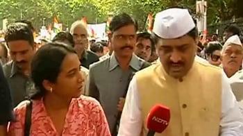 Video : Mumbai oil slick: Chavan says forces doing their best