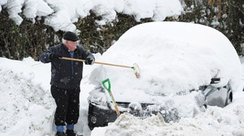 Video : Heavy snow hits air travel, roads across Europe