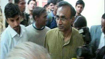 Video : India's Nobel Prize winner visits his old school
