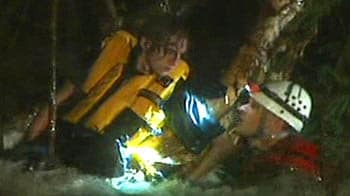 Video : Oz: Dramatic rescue of man from swollen river