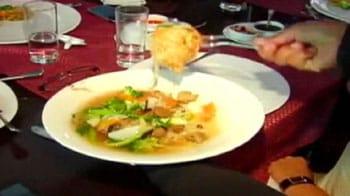 Video : Puja gets to taste some Yum Yum food