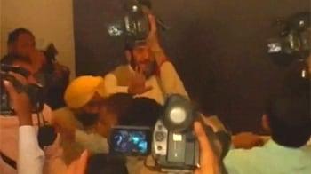 Video : Jammu: Shabir Shah heckled at separatists' meet