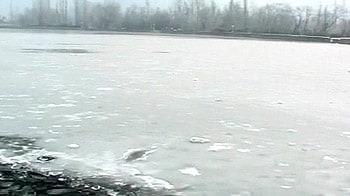 Videos : उत्तर भारत में कड़ाके की ठंड, 50 मरे