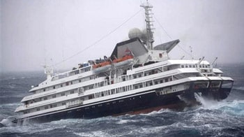 Video : Cruise ship loses engine, drama at sea