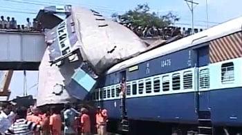 Video : Train disaster: Opposition slams Mamata