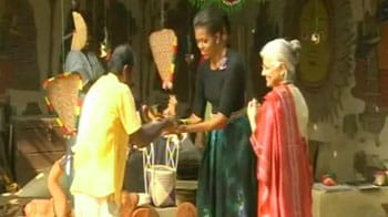 Video : Michelle Obama charms India