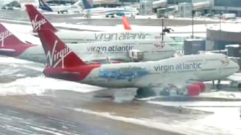 Video : Snow chaos at world's busiest airport