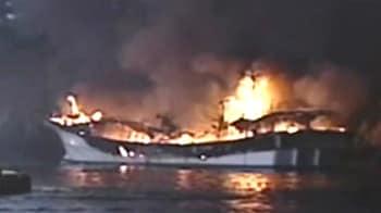 Video : South Korean boats ablaze amid typhoon alert