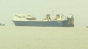 Video : Kolkata: Pak-bound suspect ship halted